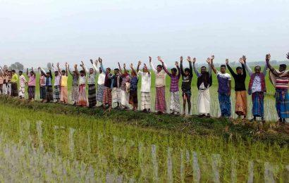 নাটোরে অতিরিক্ত সেচমূল্য আদায়ে ক্ষুদ্ধ কৃষকরা, বিক্ষোভ