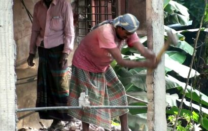 নাটোরে নারদ নদের অবৈধ স্থাপনা উচ্ছেদ শুরু