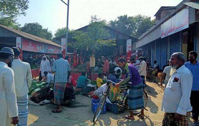 নাটোরের বাগাতিপাড়ায় জমজমাট তমালতলা হাট